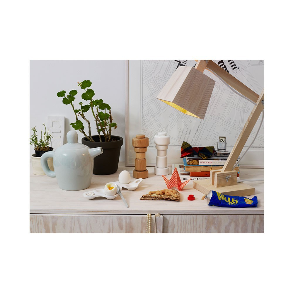 Lampe de bureau en bois blanc muuto d coration smallable for Bureau en bois blanc