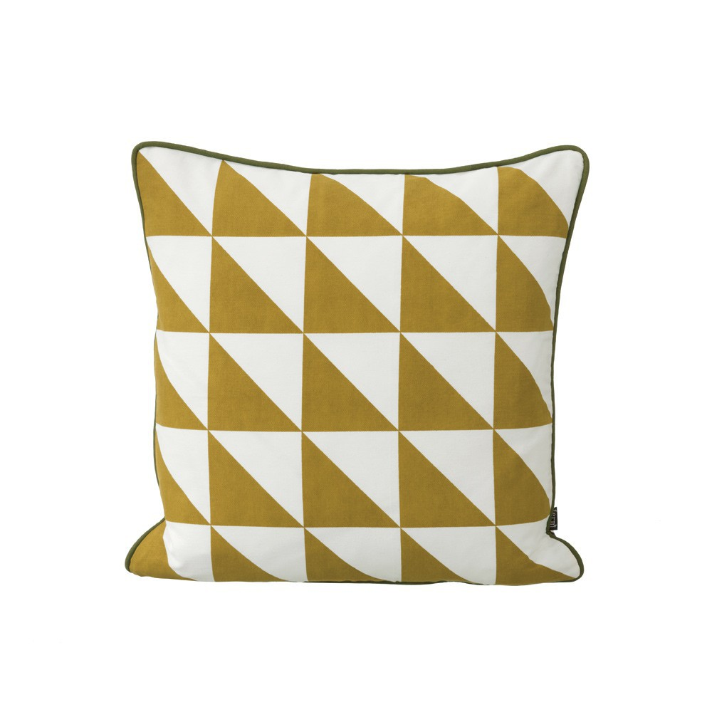 coussin large geometry jaune moutarde 50x50 cm ferm living d coration smallable. Black Bedroom Furniture Sets. Home Design Ideas