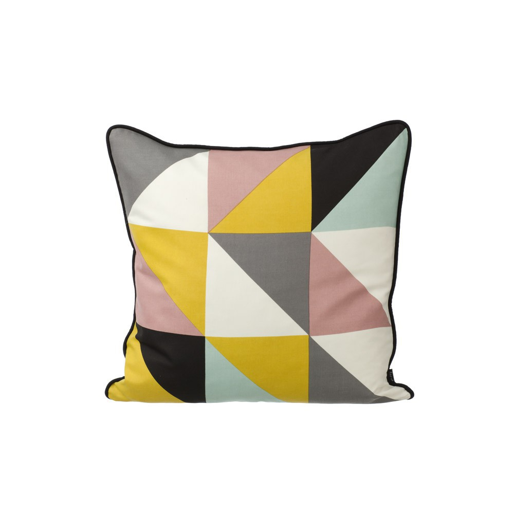 coussin remix jaune 50x50 cm ferm living d coration smallable. Black Bedroom Furniture Sets. Home Design Ideas