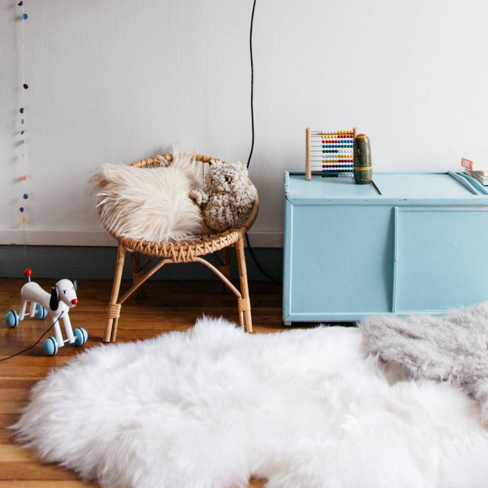 peau de mouton smallable home d coration smallable. Black Bedroom Furniture Sets. Home Design Ideas