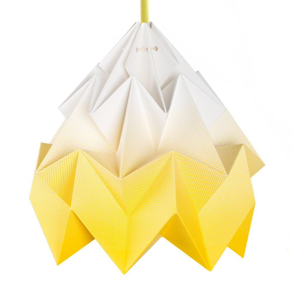 suspension moth jaune studio snowpuppe d coration smallable. Black Bedroom Furniture Sets. Home Design Ideas