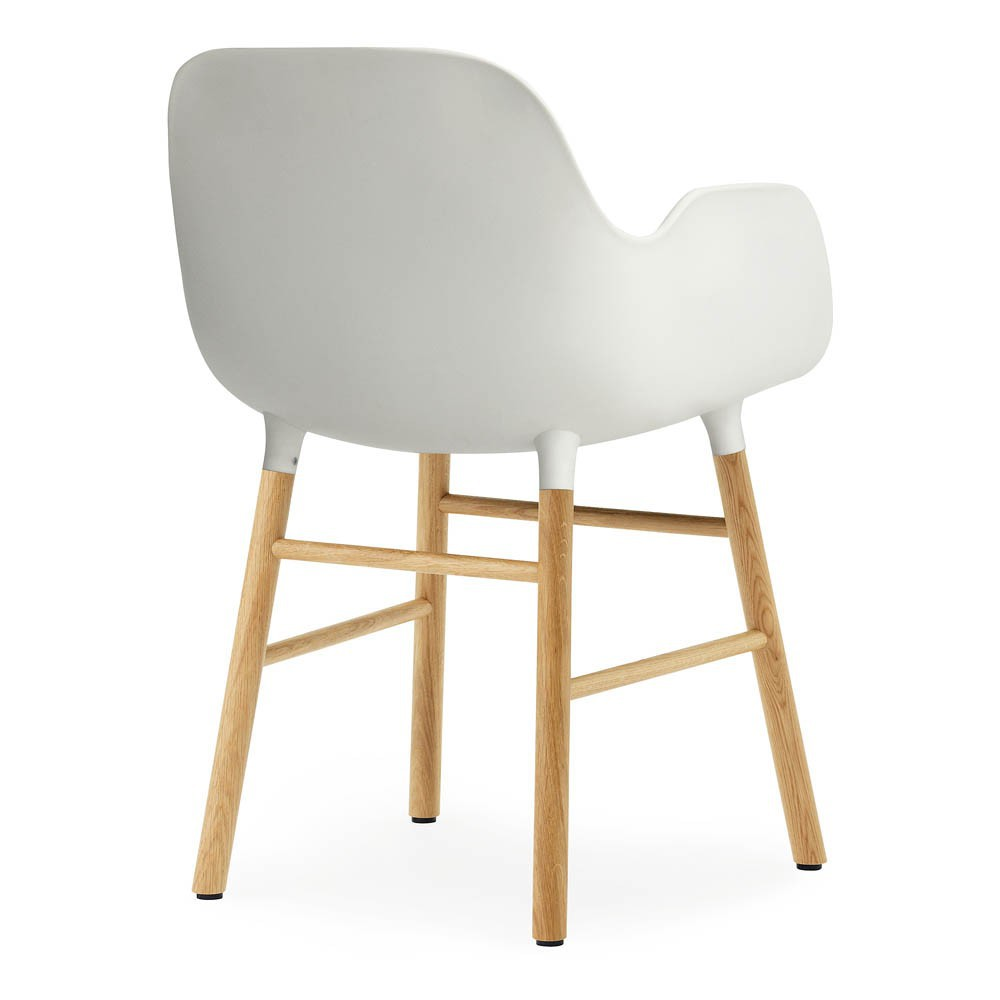 chaise avec accoudoirs form blanc normann copenhagen mobilier smallable. Black Bedroom Furniture Sets. Home Design Ideas