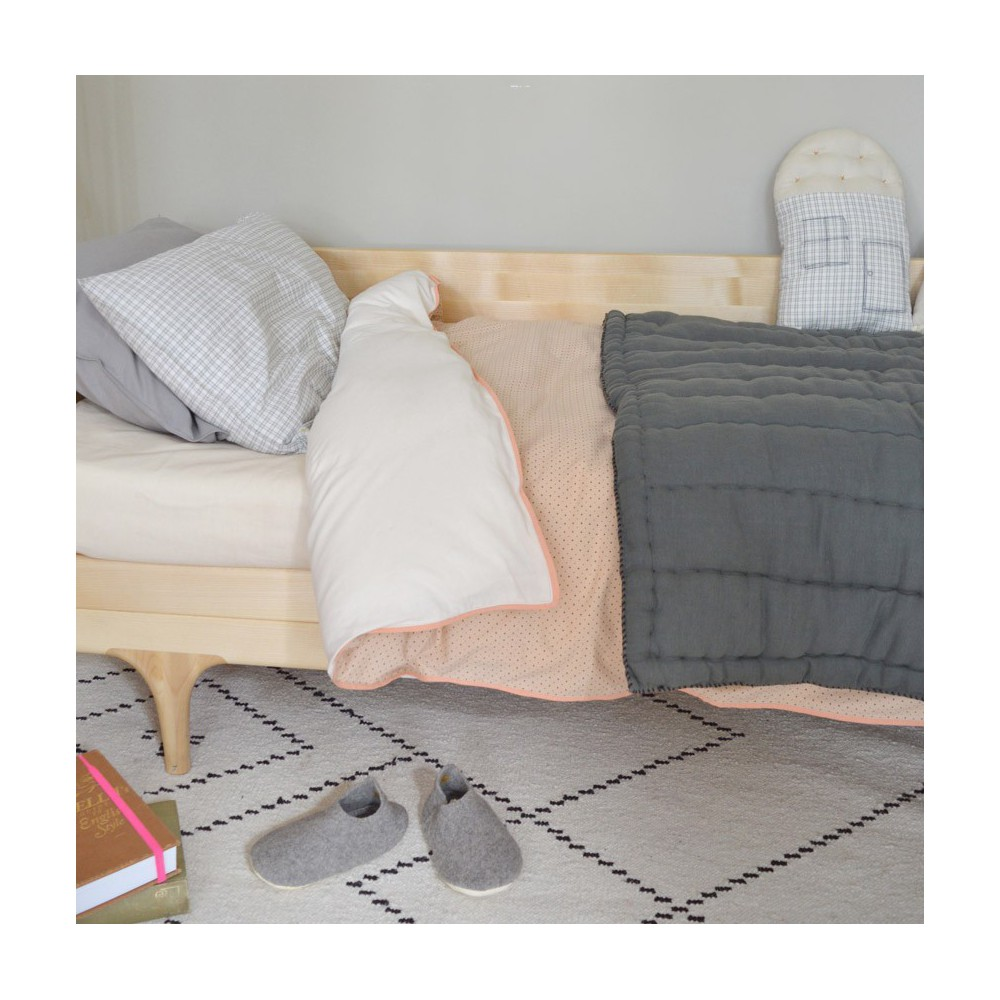 couverture matelass e brod e main gris anthracite camomile london d coration smallable. Black Bedroom Furniture Sets. Home Design Ideas