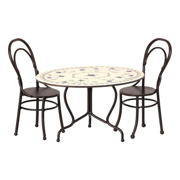 Chaises Et Table A Manger